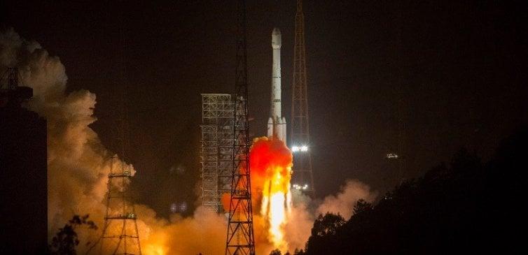 Çin'de Bir Kasabaya Düşen Roket Motoru İnfilak Etti